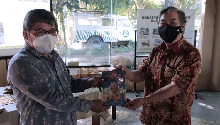 Wakil Menteri LHK Alue Dohong Beri Nama Bayi Buaya Senyulong di Bali Safari Park