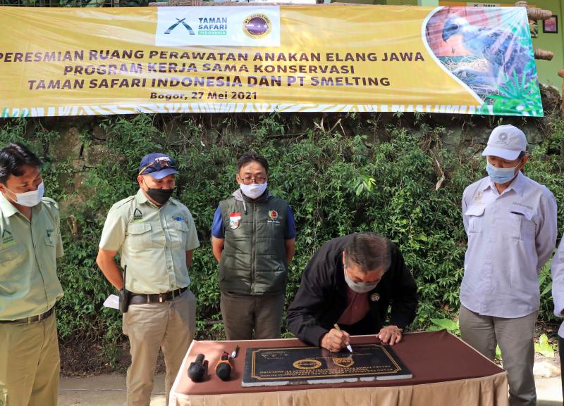 Penandatanganan Batu Prasasti Peresmian Ruang Perawatan Anakan Elang Jawa di Taman Safari Indonesia