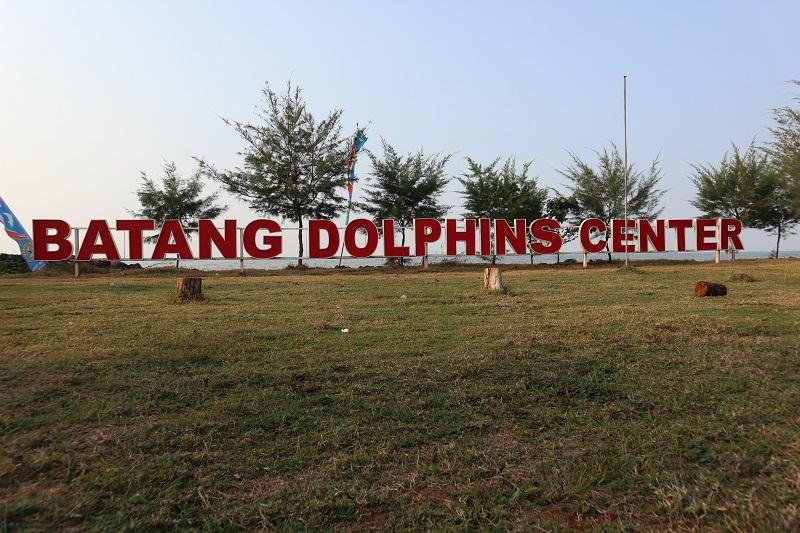 Menikmati Keindahan Pantai Sigandu di Batang Dolphins Center